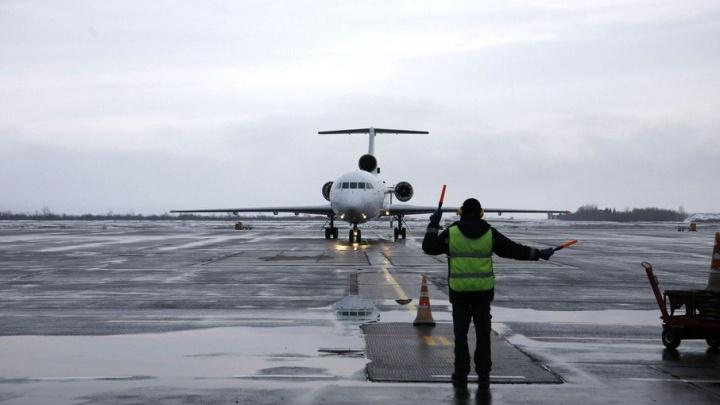 Самолет совершил вынужденную посадку из-за неисправности
