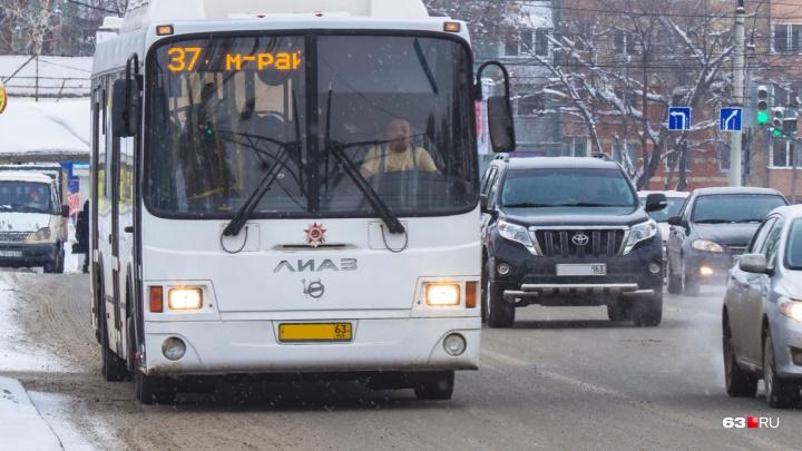 «В объезд!»: в центре Самары из-за коммунальной аварии перекрыли улицу
