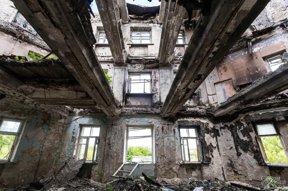 По идее, от бывшей гостиницы остался лишь каркас