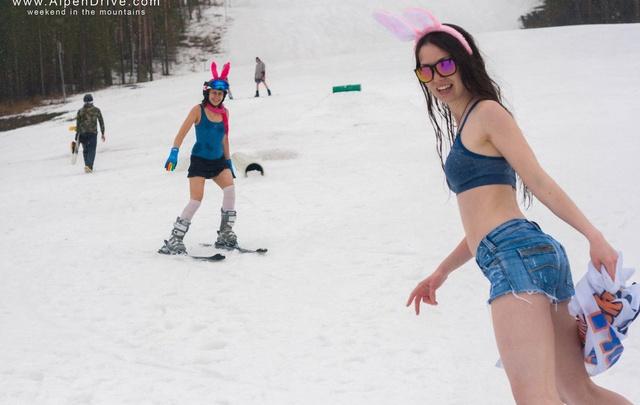 «Без штанов, но в заячьих ушках»: на горнолыжке в Башкирии ярко закрыли сезон