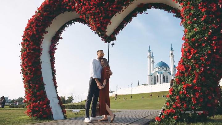«Он из Уфы, а она из Казани»: уфимские музыканты сняли клип о нелегкой жизни влюбленной пары