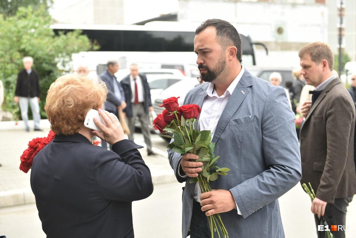 Пришли Ройзман, Шахрин, Левин: в Екатеринбурге простились с художником Виталием Воловичем