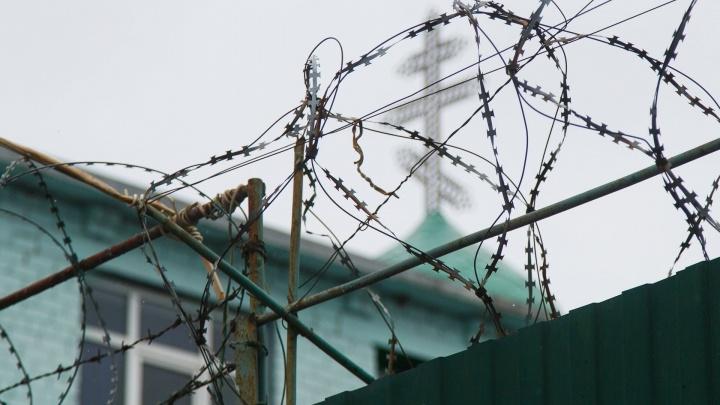 В Волгограде сотрудника УФСИН осудили за взятки и липовые справки