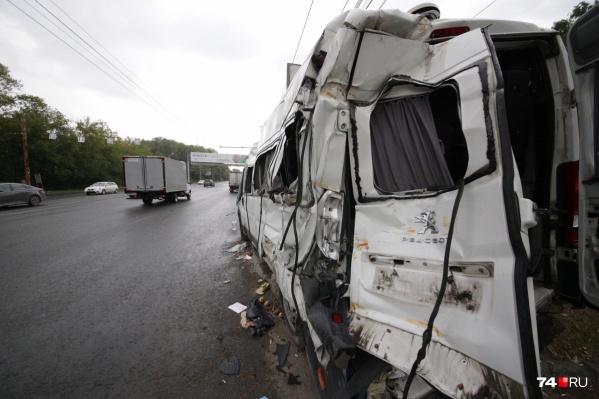 В ДТП на улице Блюхера пострадали 13 человек