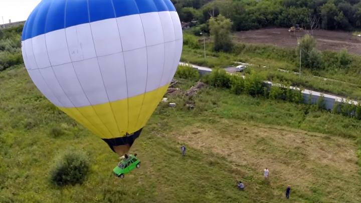 Новосибирцы сделали воздушный шар из «Оки»