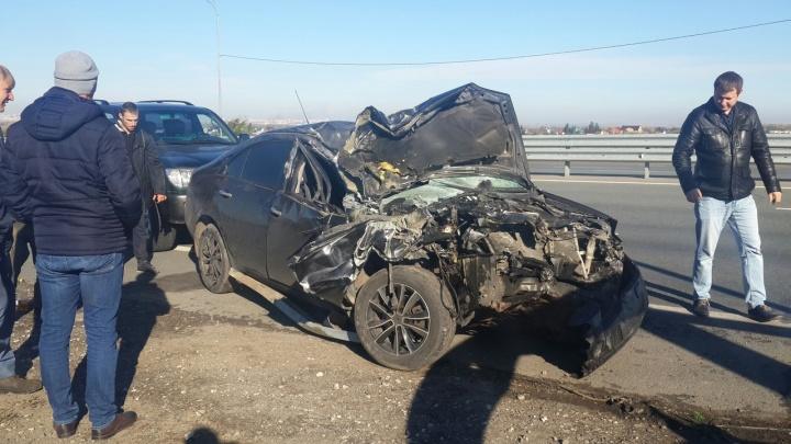 «Изуродовал весь капот»: в Самарской области иномарку отбросило на отбойник
