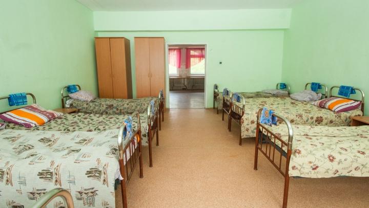 Из детского лагеря в Свердловской области в больницу увезли 33 ребенка с кишечной инфекцией