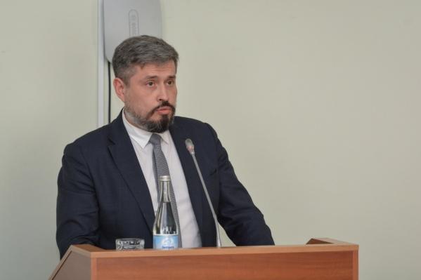 Романа Илюгина подозревают в превышении должностных полномочий