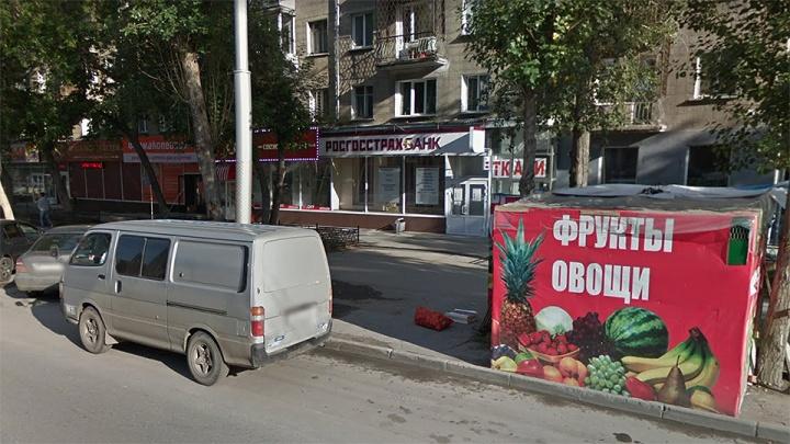 Троих новосибирцев отправили в колонию за налёт с игрушечным пистолетом на банк возле рынка