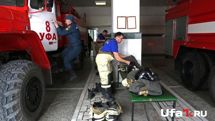 В Уфе загорелся гаражный кооператив