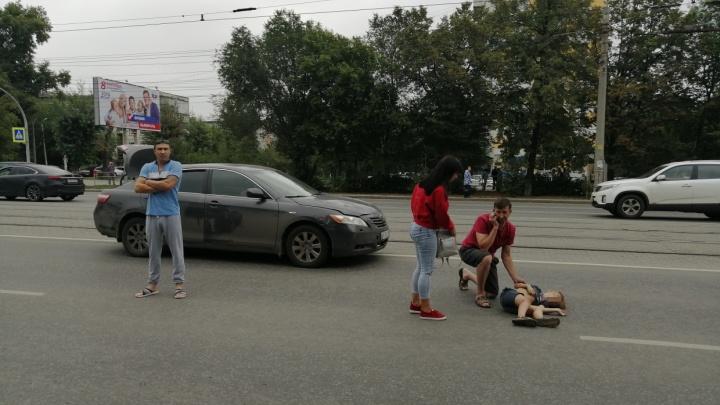 «20 метров он его протащил от перехода»: в центре Челябинска сбили ребёнка