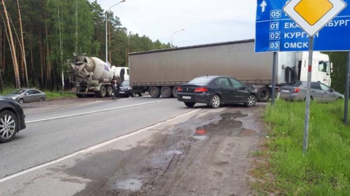 Из-за аварии на Салаирском тракте в сторону города образовалась 1,5-километровая пробка
