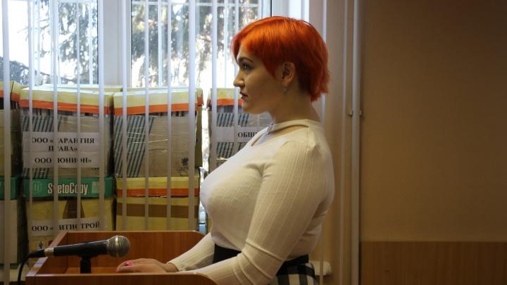 «Кыш, кыш!»: омская студентка-психолог рассказала в суде, как отпугивала полицейских