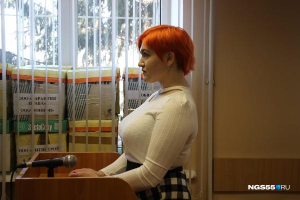 Ева Абрамович рассказывает в суде, что произошло в ноябре прошлого года