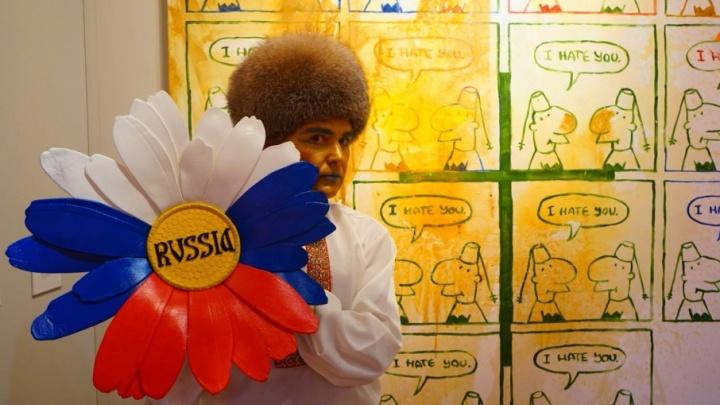 Экс-мэр Архангельска эпатировал швейцарцев в образе русского царя