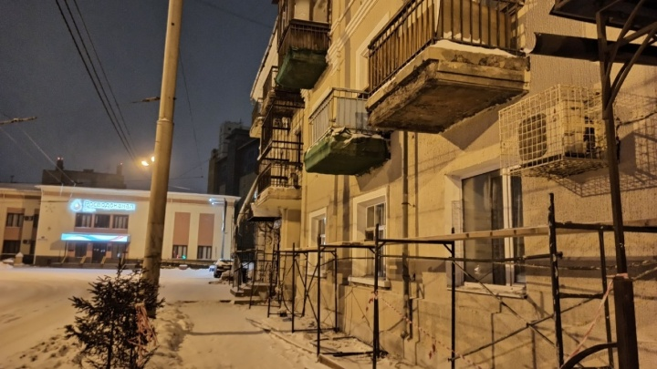 При ремонте фасадов стены домапокрыли слоем шпаклёвки, которую нельзя использовать зимой