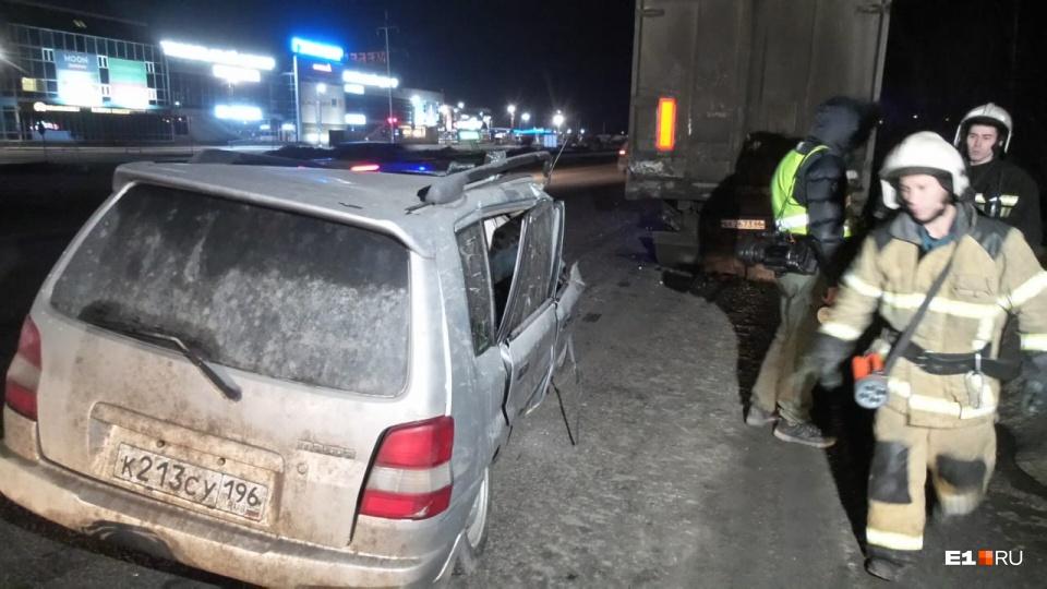 Тело водителя было заблокировано внутри машины, чтобы его вытащить, пришлось ждать помощи спасателей