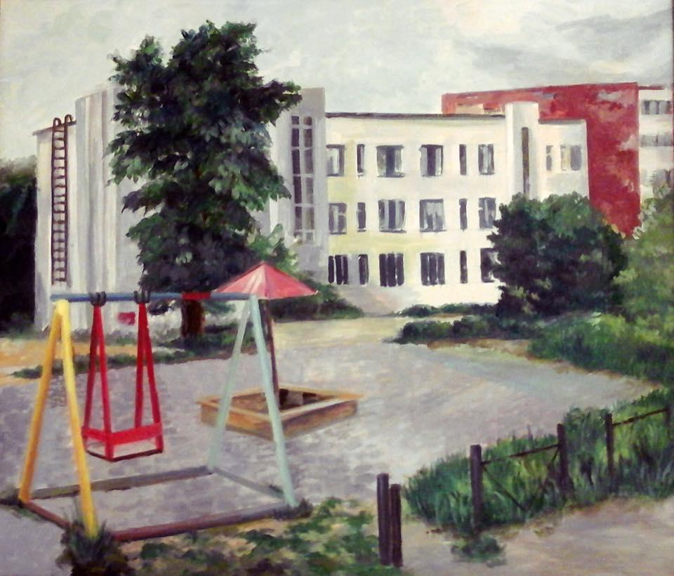 А это конструктивистский дом на Титова, построен в тридцатых годах для заводского начальства. Мы подробно рассказывали о нём и других домах Вторчермета  в проекте «Улицы нашего городка»