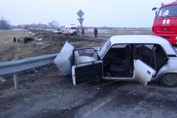 В автомобиле ВАЗ в момент аварии находились пять человек