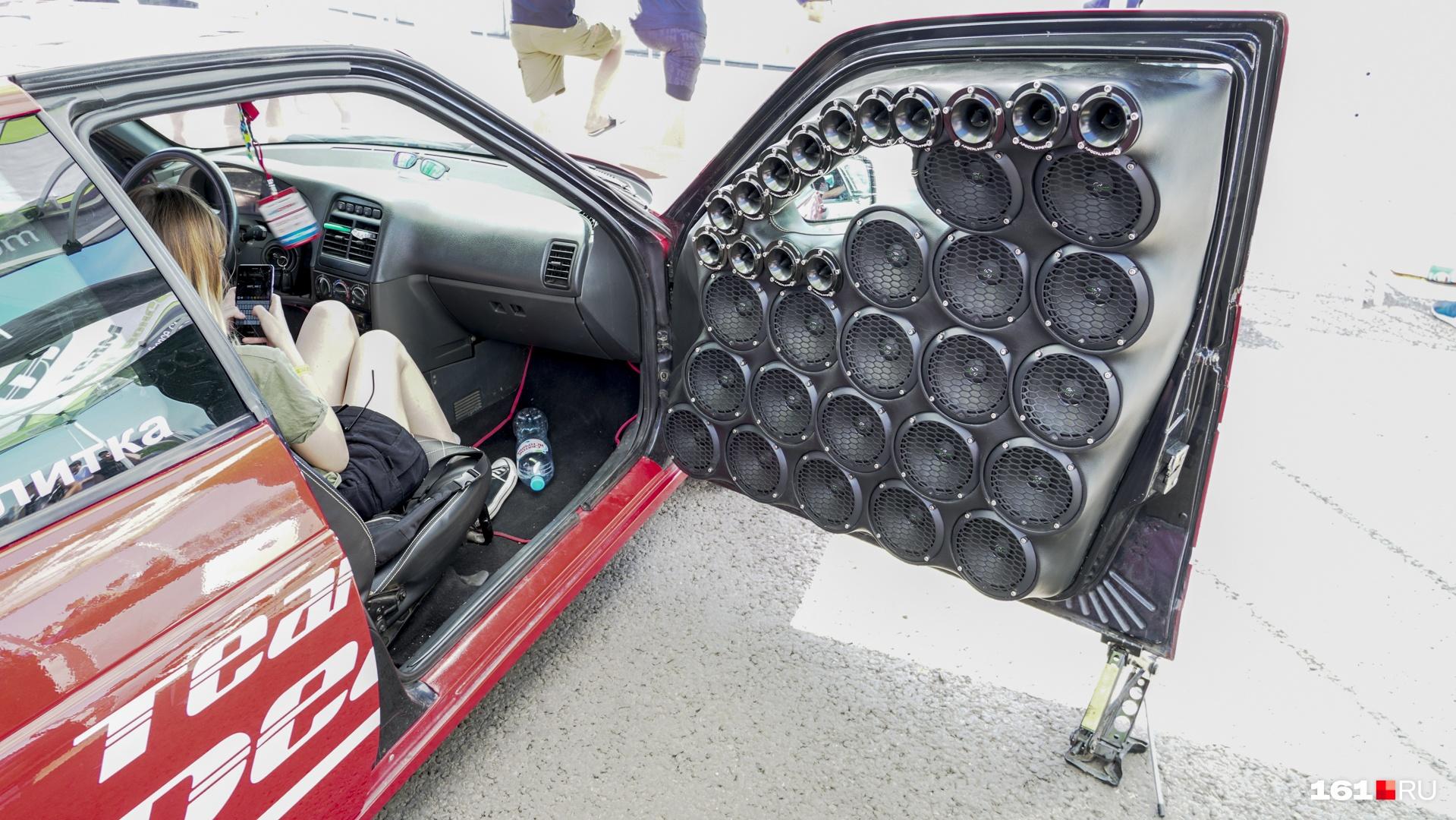 Для громкой музыки в ход идет всё пространство автомобиля