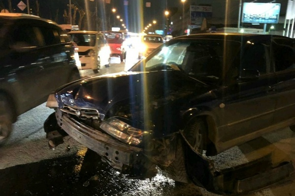 У Subaru поврежденапередняя часть