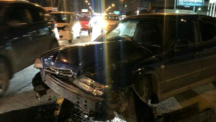 Вину никто не признаёт: в Октябрьском районе столкнулись две иномарки