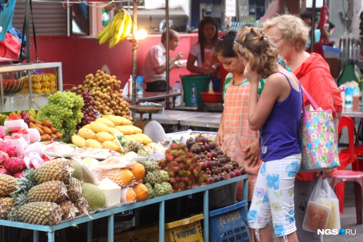 Тайские фрукты привезти в Новосибирск непросто, говорят бизнесмены