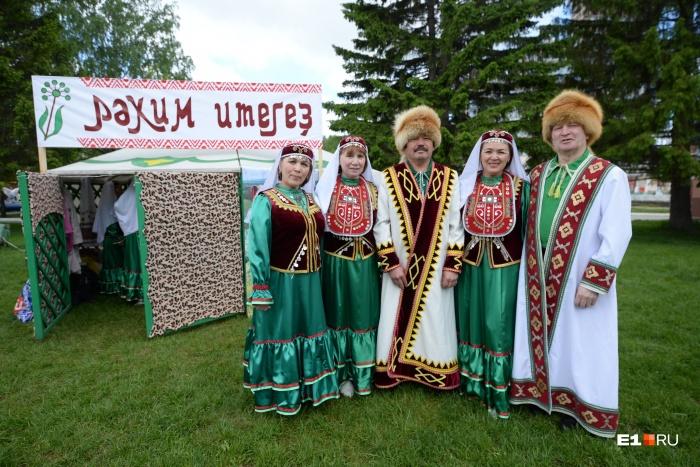 Сегодня представители всех уральских народностей надели свои национальные костюмы