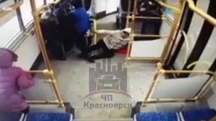 Женщина получила травмы при резком торможении автобуса на Мирошниченко. Момент записали камеры