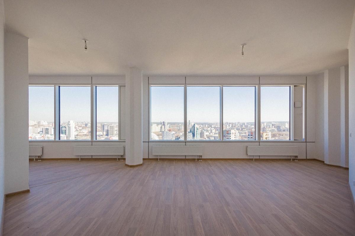 Во многих квартирах окна от стены до стены. Глаз оторвать невозможно