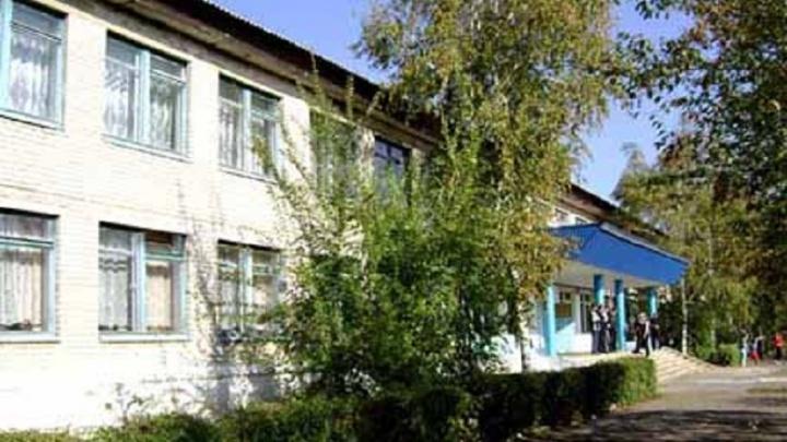 «Она уверяет, что он настоящий»: учителя волгоградской школы обвинили в наличии фальшивого диплома