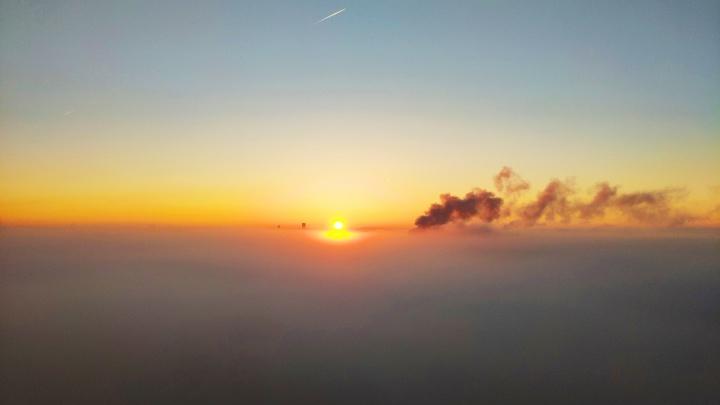 Екатеринбург накрыло густым туманом, от которого сложно дышать