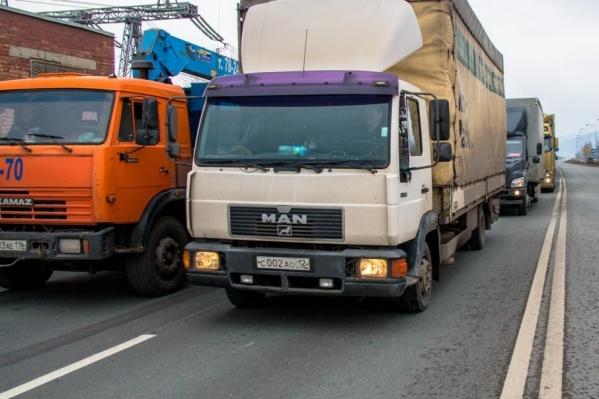 Запрет действует на автомобили массой более 3,5 тонны