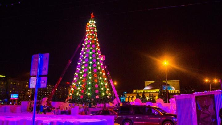 Горит синим пламенем: на площади Ленина открылся главный ледовый городок