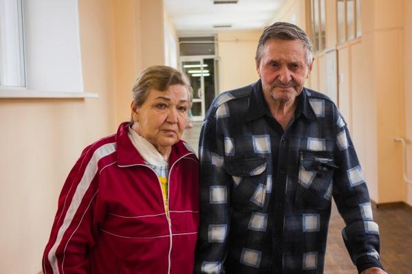Супруги Нина и Анатолий Роговы вместе уже более 50 лет — в последнее время Нина Тимофеевна является опекуном мужа, так как он частично парализован. Ранее Анатолий Иванович был лётчиком, а его супруга работала в детском саду