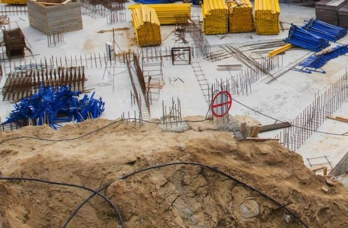 Молодой мужчина задохнулся под слоем земли в разрытом котловане
