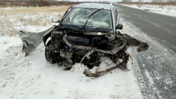 Женщина врезалась на встречке в машину с семьей. Пострадали два ребёнка