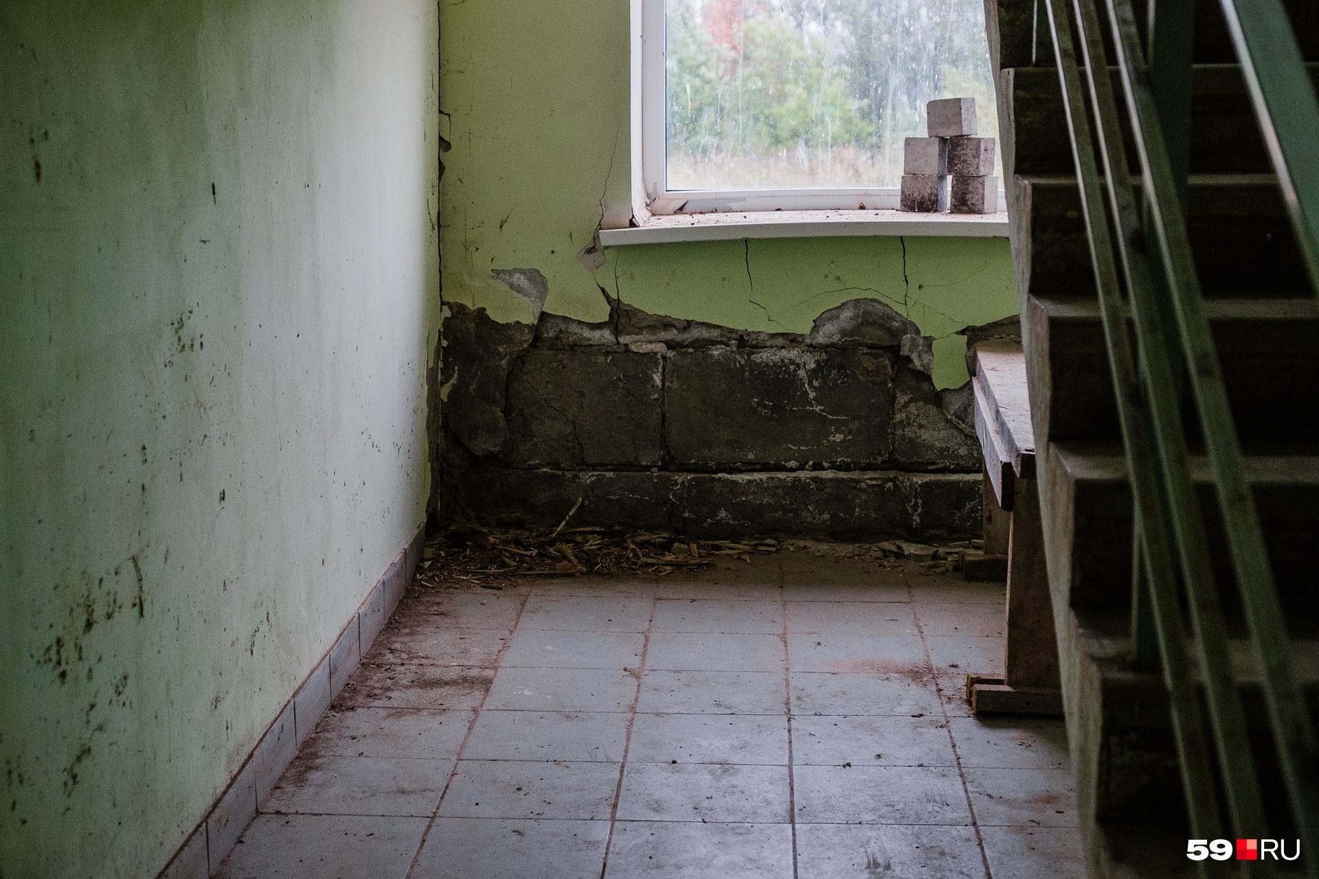 За пять лет здание без отопления начало разрушаться