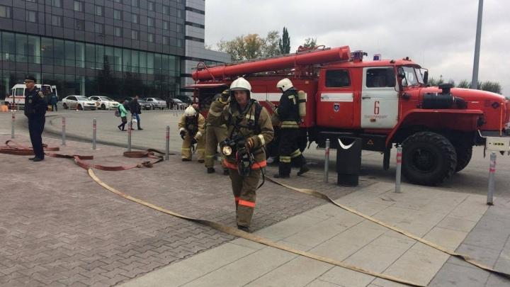 В Кольцово бросили дымовые шашки и эвакуировали пассажиров