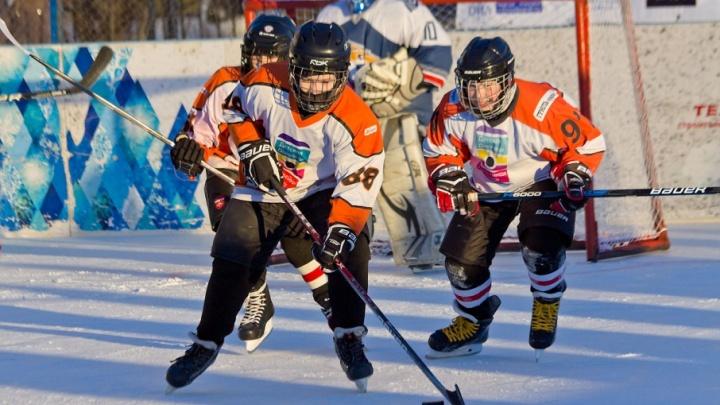 Хоккеисты питерского СКА подарят клюшки челябинским мальчишкам
