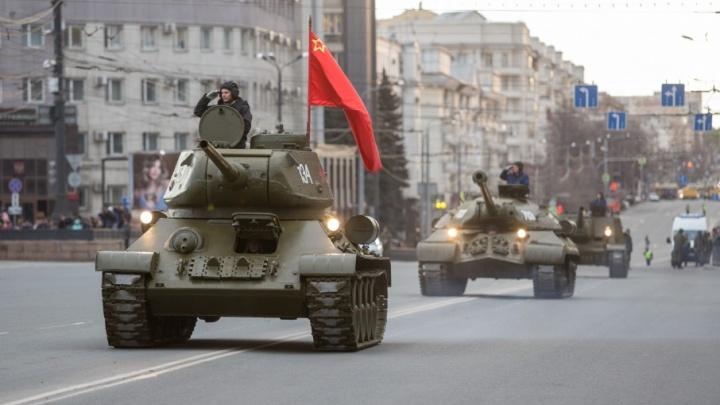 Кокошники, танки и «синие птицы»: в Челябинске прошла генеральная репетиция парада Победы