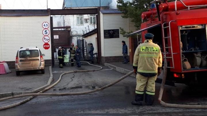 На месте работают 44 пожарных: в уфимской тюрьме задымился следственный изолятор