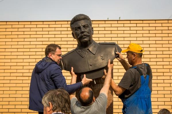 Памятник Сталину установили сегодня на улице Большевистской, 29