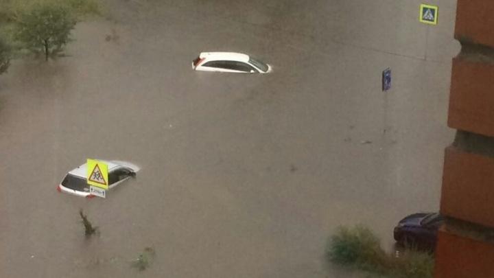 Улицы Красноярска затопило. Показываем, что происходило в городе