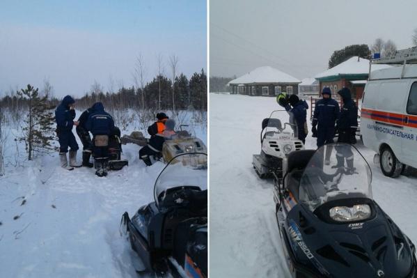 Рыбаков, потерявшихся в Заболотье, искали на спецтехнике