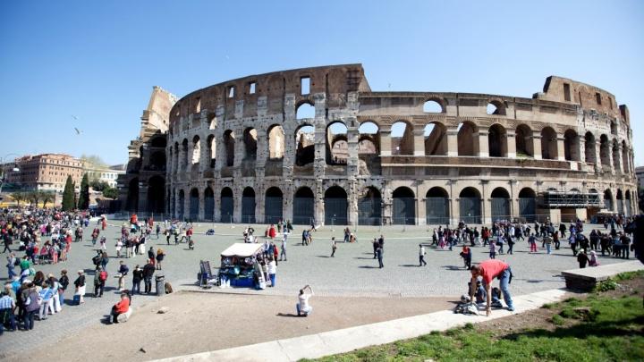 Тюменка с долгом за «коммуналку» собралась в отпуск в Италию и просила приставов открыть ей выезд