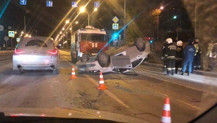 В районе Автовокзала иномарка перевернулась на крышу после столкновения с такси