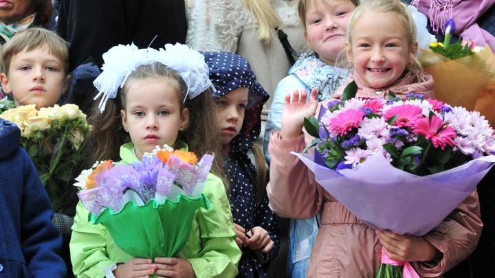Свердловским школьникам официально продлили летние каникулы