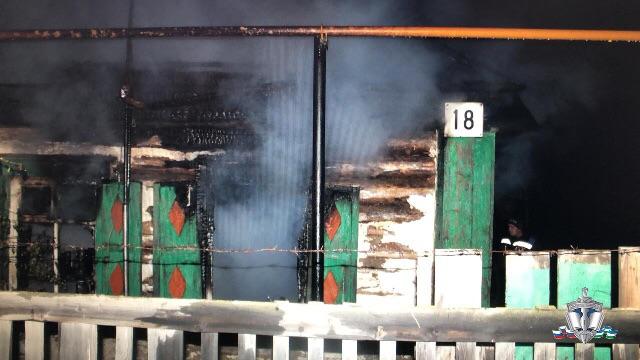 Житель Башкирии ударил одного своего товарища ножом, после чего избил другого и поджег его дом