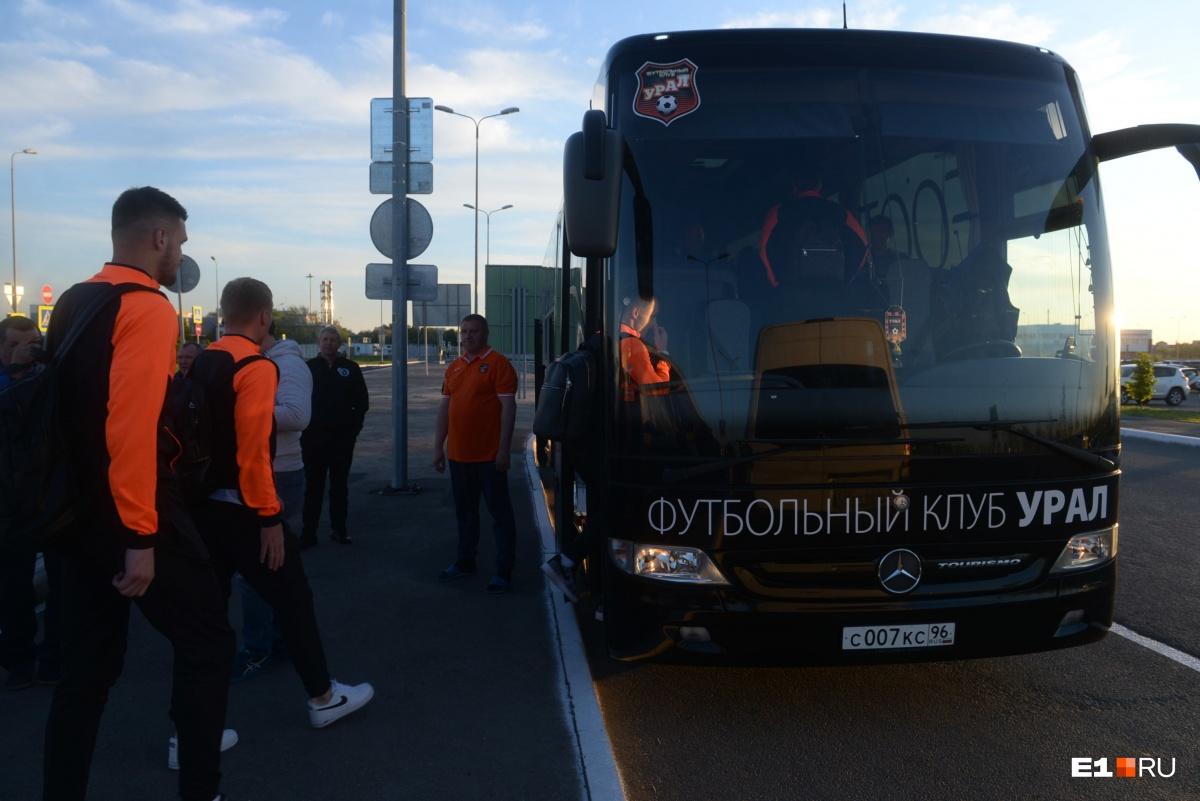 В Самару пригнали фирменный автобус «Урала»